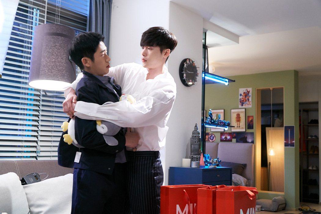 李鍾碩(右)、丁海寅因合作拍戲成為好友。圖/東森戲劇台提供