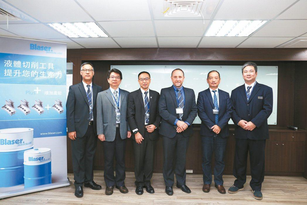 瑞士巴索公司東南亞總經理周德明(左起)、PMC副總經理李健勳、工業合作夥伴經理侯...