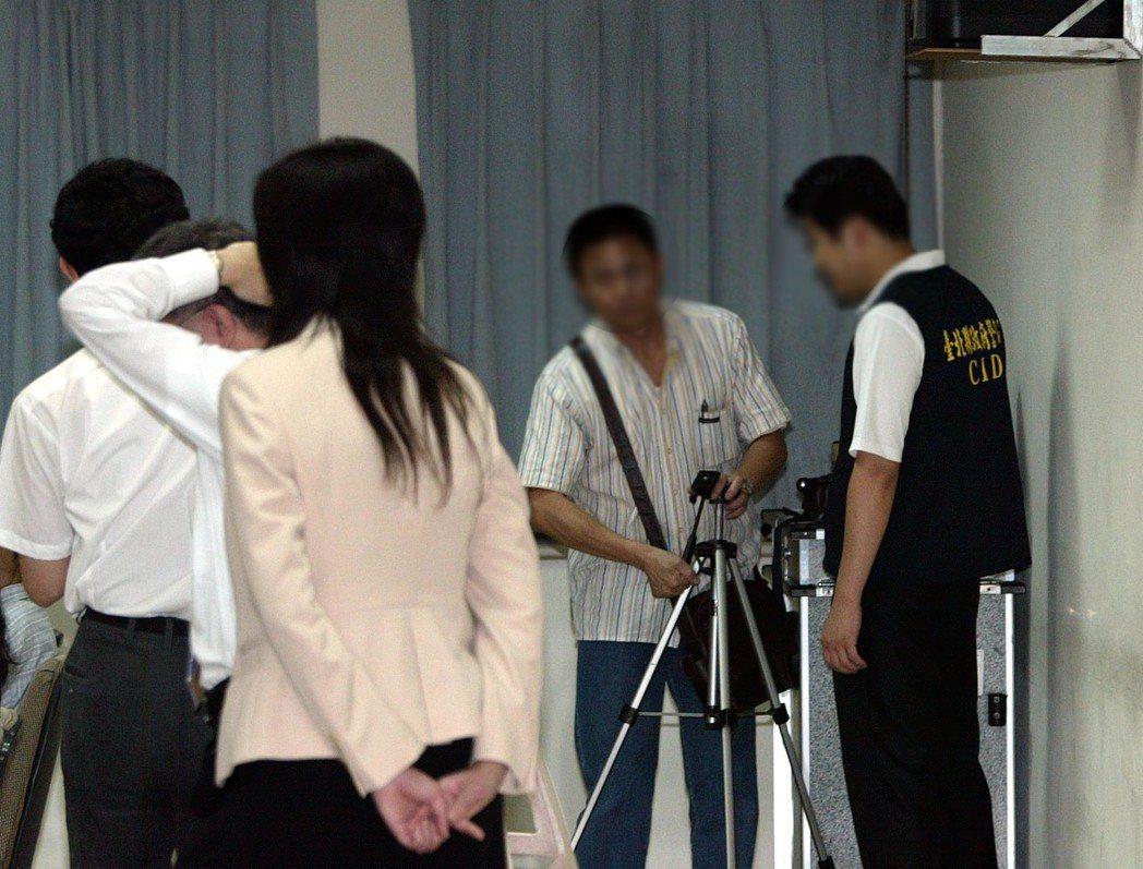 被搜索開直播或錄影,恐有違反偵查不公開而涉犯洩密刑責。圖/聯合報系資料照片