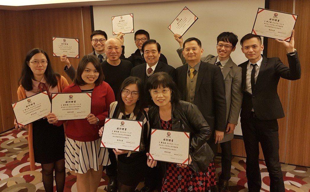 精聯保險經紀人2017精英主管訓練營的同仁與朱曉龍總經理(二排中)合影。