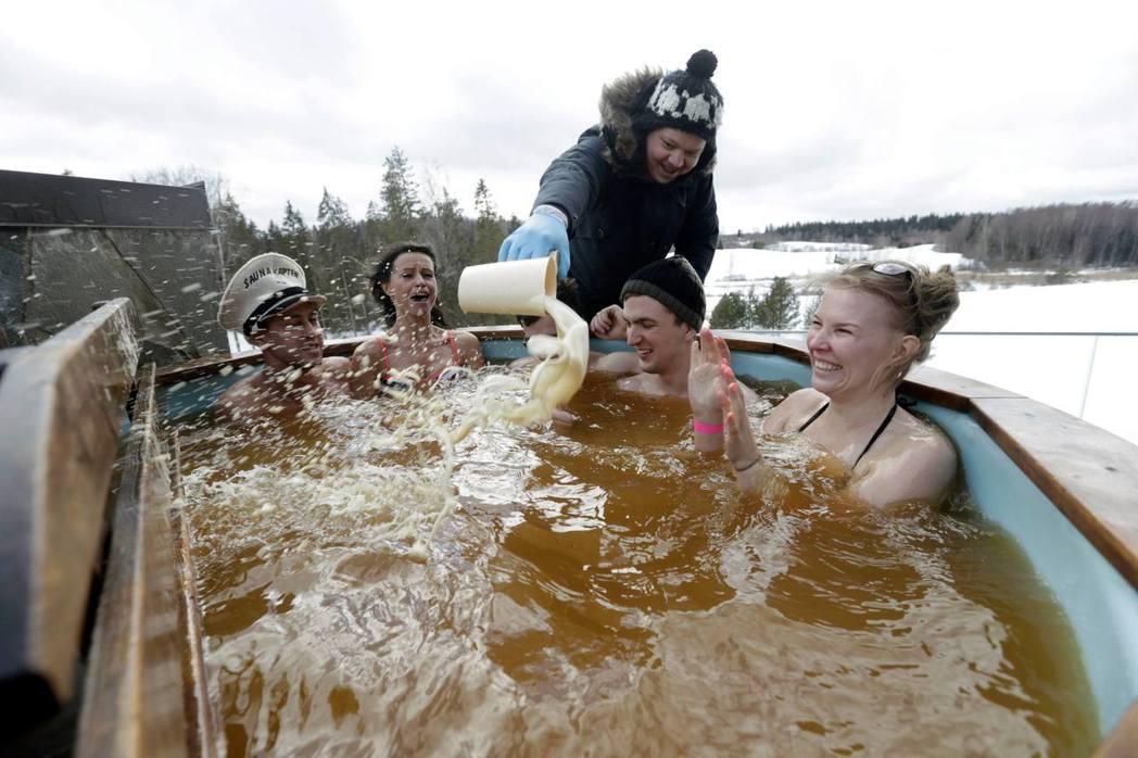 愛沙尼亞舉行一年一度的「奧泰佩桑拿馬拉松」(Otepää Sauna Marat...