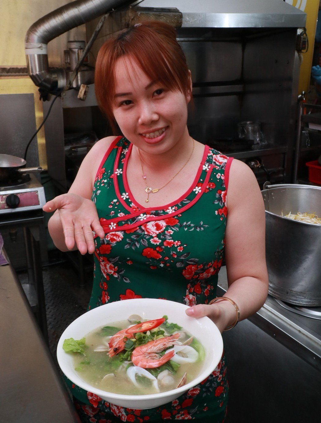 來自越南的新配潘氏迷,以小時家鄉門前蜿蜒的「小河」命名,其特色越南菜,吸引不少消...