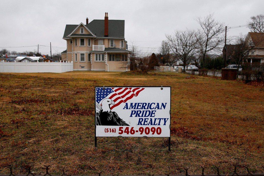 雙軌賦稅制度走進歷史的灰燼之後,迎來了便是最佳的房地產投資時刻! 圖/路透社