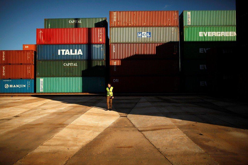 最終的法案版本,剔除了貨物稅,但為了進一步保障美國收稅權益,也加入了「稅基侵蝕與...