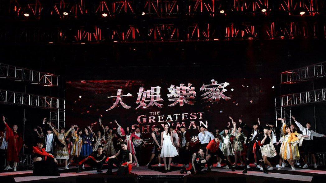 陳芳語Kimberley將「大娛樂家」的馬戲大秀帶入新北耶誕城。圖/福斯提供