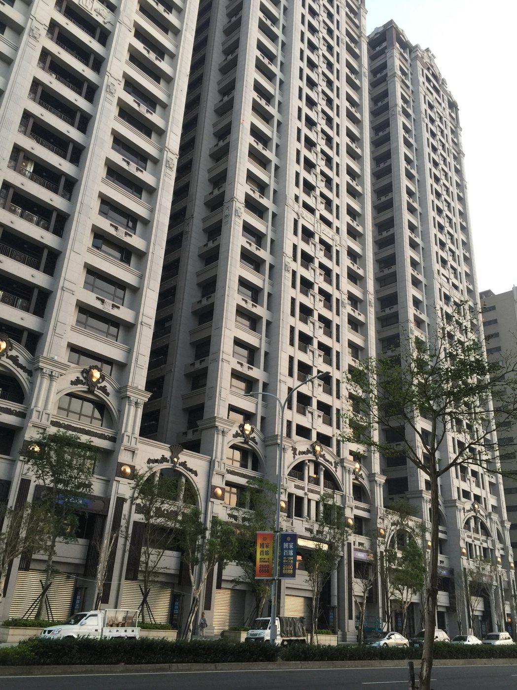 台灣房屋今天(20日)表示,實價登錄記錄,林口大坪數住宅社區「國家首席」,今年交...