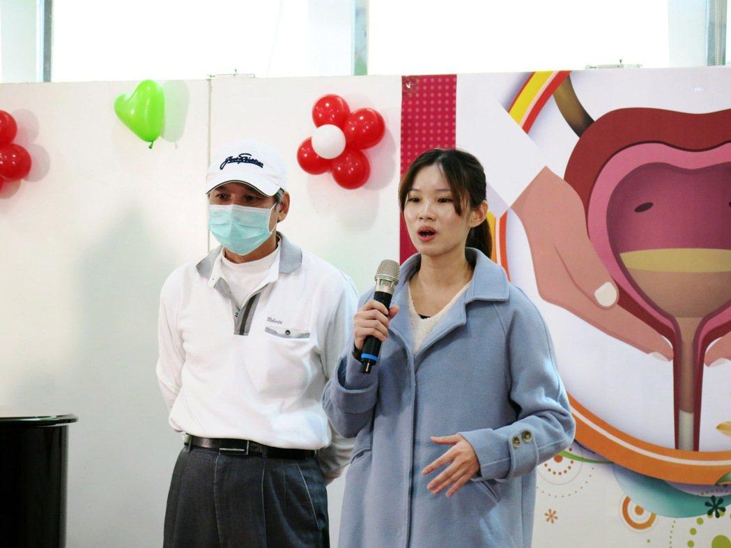 邱姓患者上午在女先的陪同下,表示目前膀胱癌術後復原情況良好。記者黑中亮/攝影
