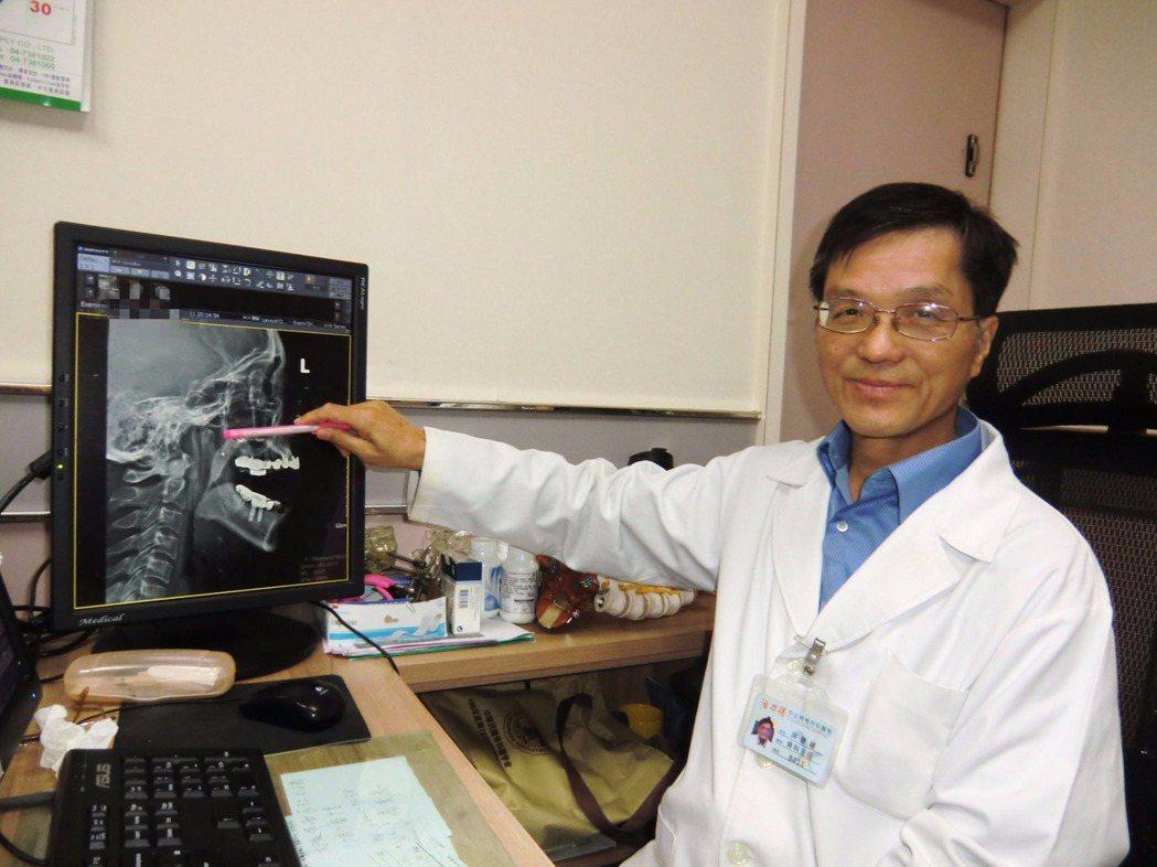 「活力得中山脊椎外科醫院」骨科主任洪豐建以震波治療「顳顎關節障礙」患者,讓患者張...