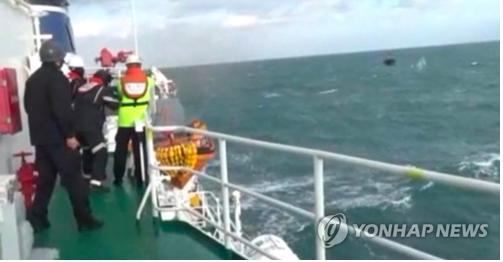 12月19日,韓國海警執行打擊非法捕撈的任務。圖/取自韓聯社