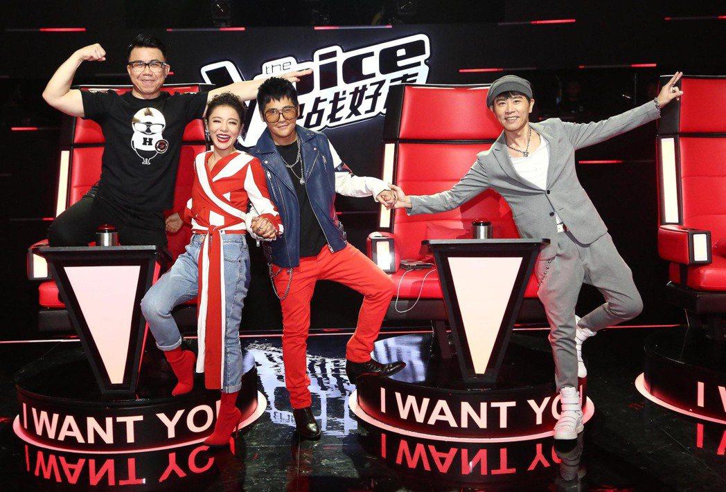 (左至右)陈奂仁、丁噹、曹格、伍思凯担任教师,大伙豪情好。图/The Voice