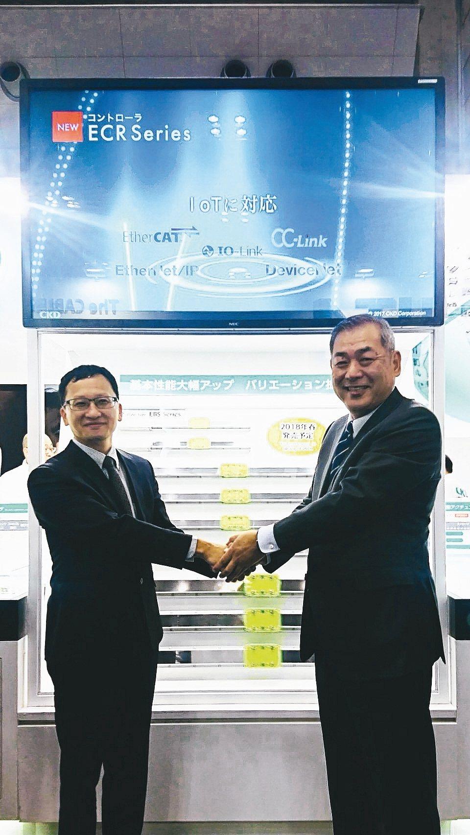東佑達自動化科技總經理林宗德(左)與CKD株式會社社長梶本一典樣(右)共同合影。...