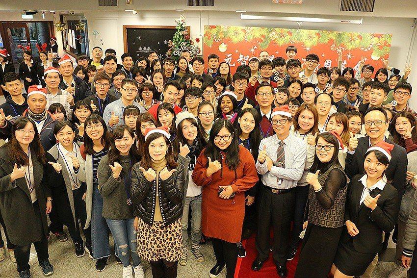 元智大學舉辦「緣至2017聖誕感恩茶會」,表揚對外參賽成績優異獲獎之學生及指導老...