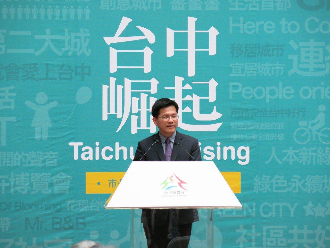 台中市長林佳龍就職三周年,暢談市府團聚的努力成果,表示仍有努力的空間,成績交給市...