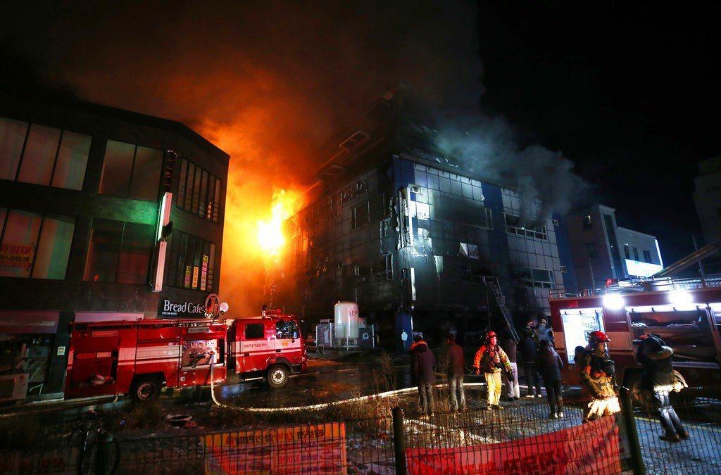 南韓一家健身中心發生大火,至少造成29人死亡、26人受傷。 美聯社