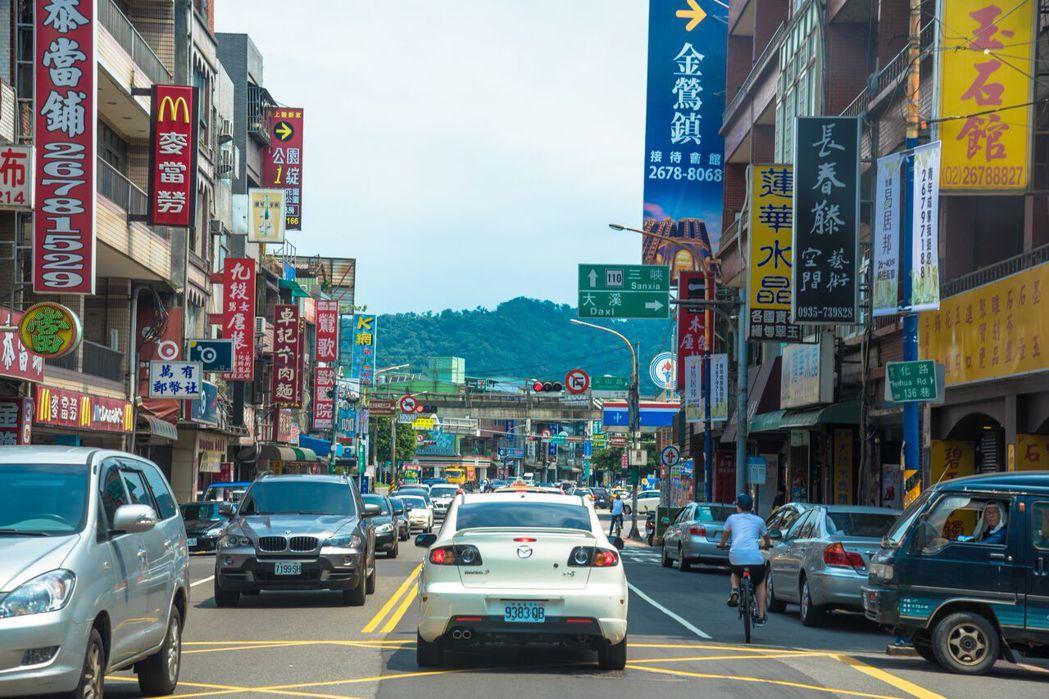 華登天囍距文化路商圈僅8分鐘路程。