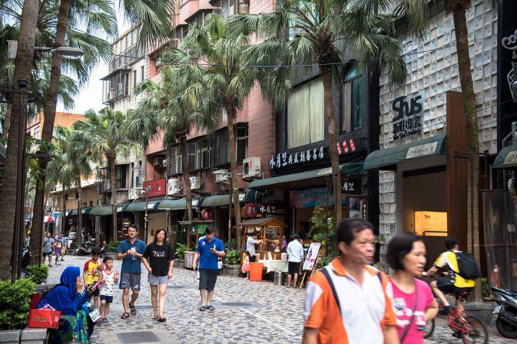 華登天囍至鶯歌老街步行僅10分鐘路程。