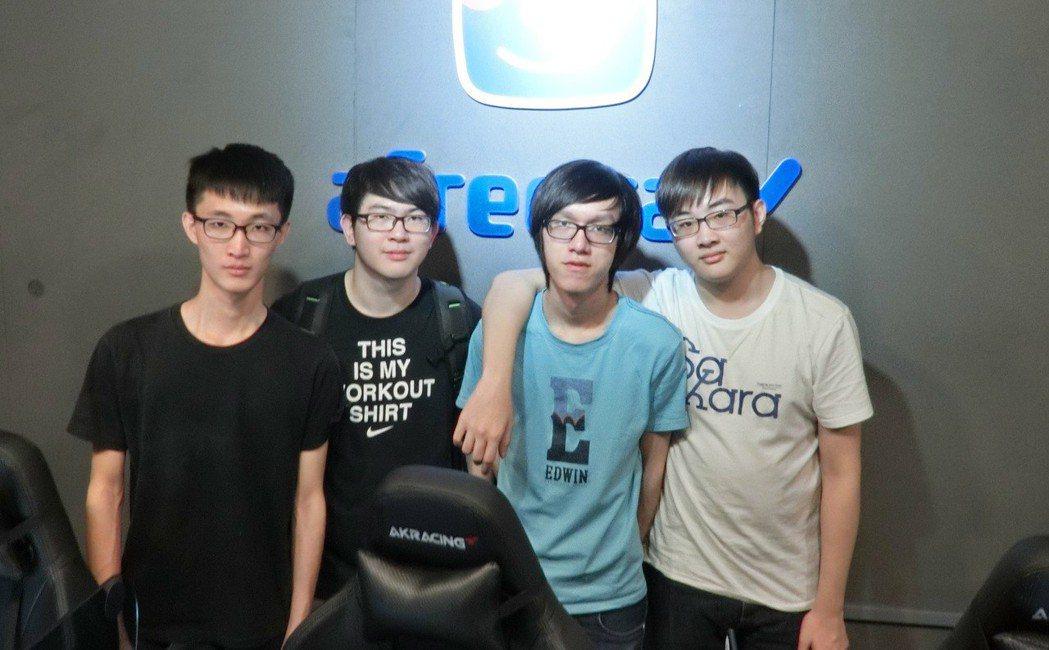 四人曾於今年六月底前往南韓首爾當地參賽,雖未擠進資格門檻,但收穫不少。