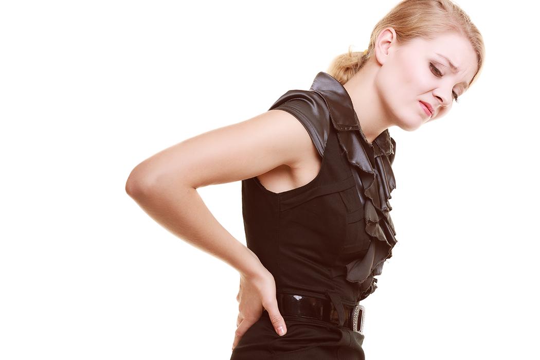 有三種壞姿勢對脊椎的殺傷力最大,堪稱「殺手級不良姿勢」。 圖/ingimage