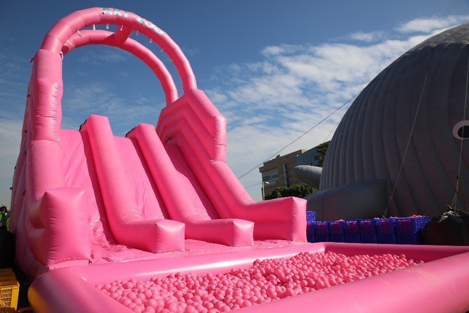 粉紅球池。(圖/AZ)