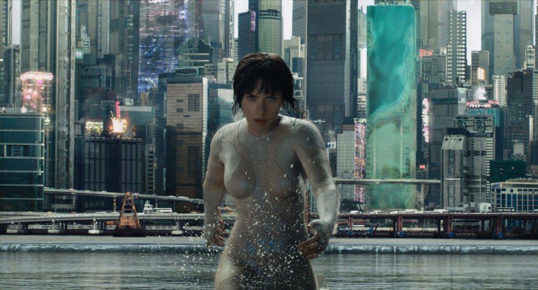 思嘉莉約翰森主演的「攻殼機動隊」,口碑不佳,賣座失利。圖/摘自imdb