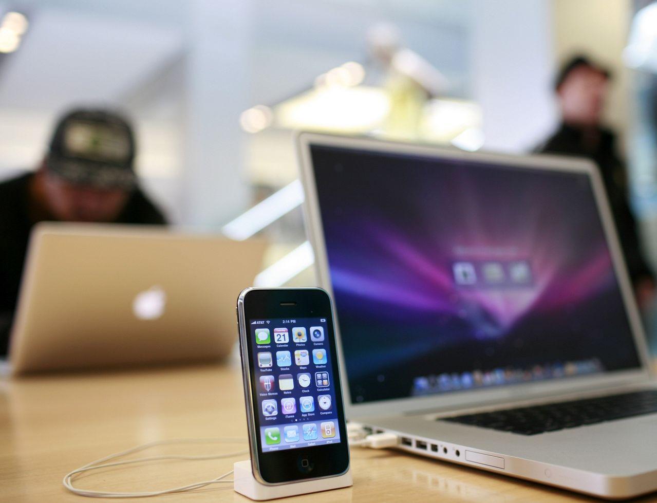 蘋果計劃最快從明年開始,讓軟體開發人員可以只開發一套應用程式,既可以在觸控設備上...