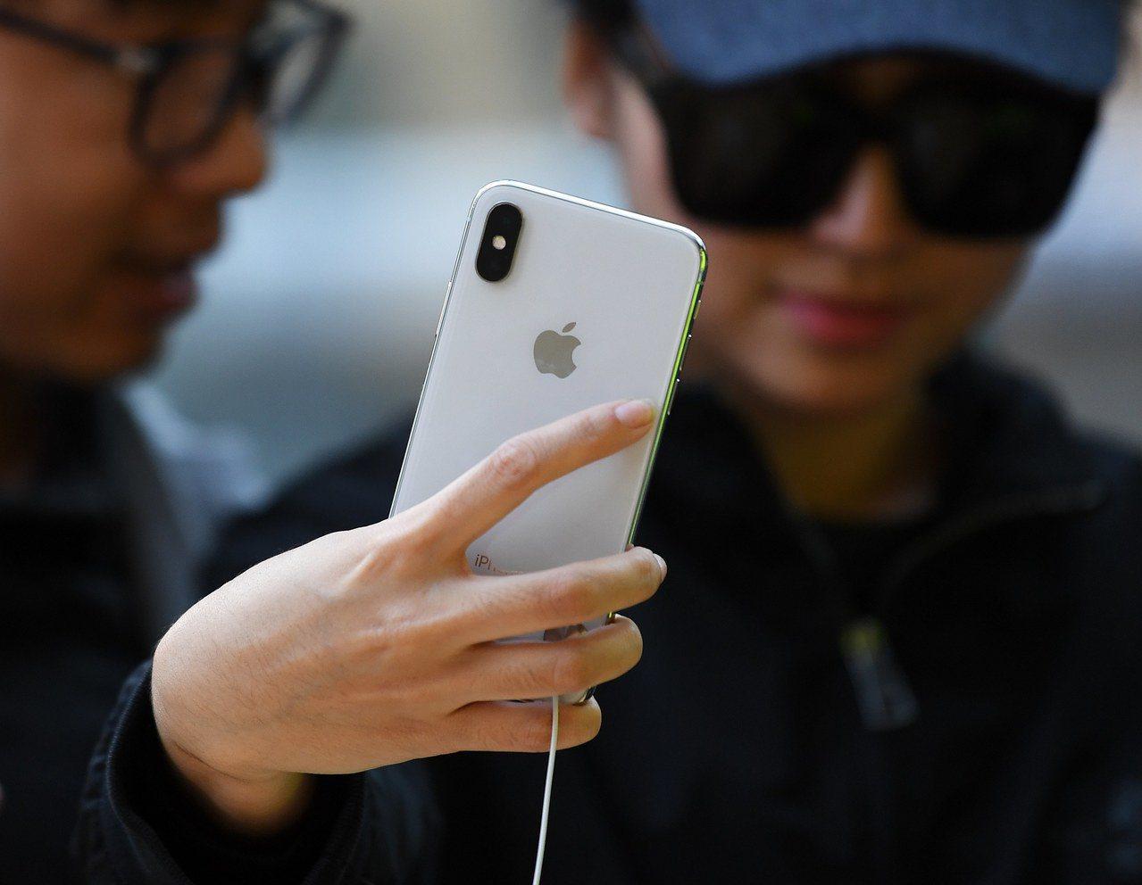 蘋果故意讓老舊iPhone速度變慢?蘋果說這是為了保護手機。 歐新社
