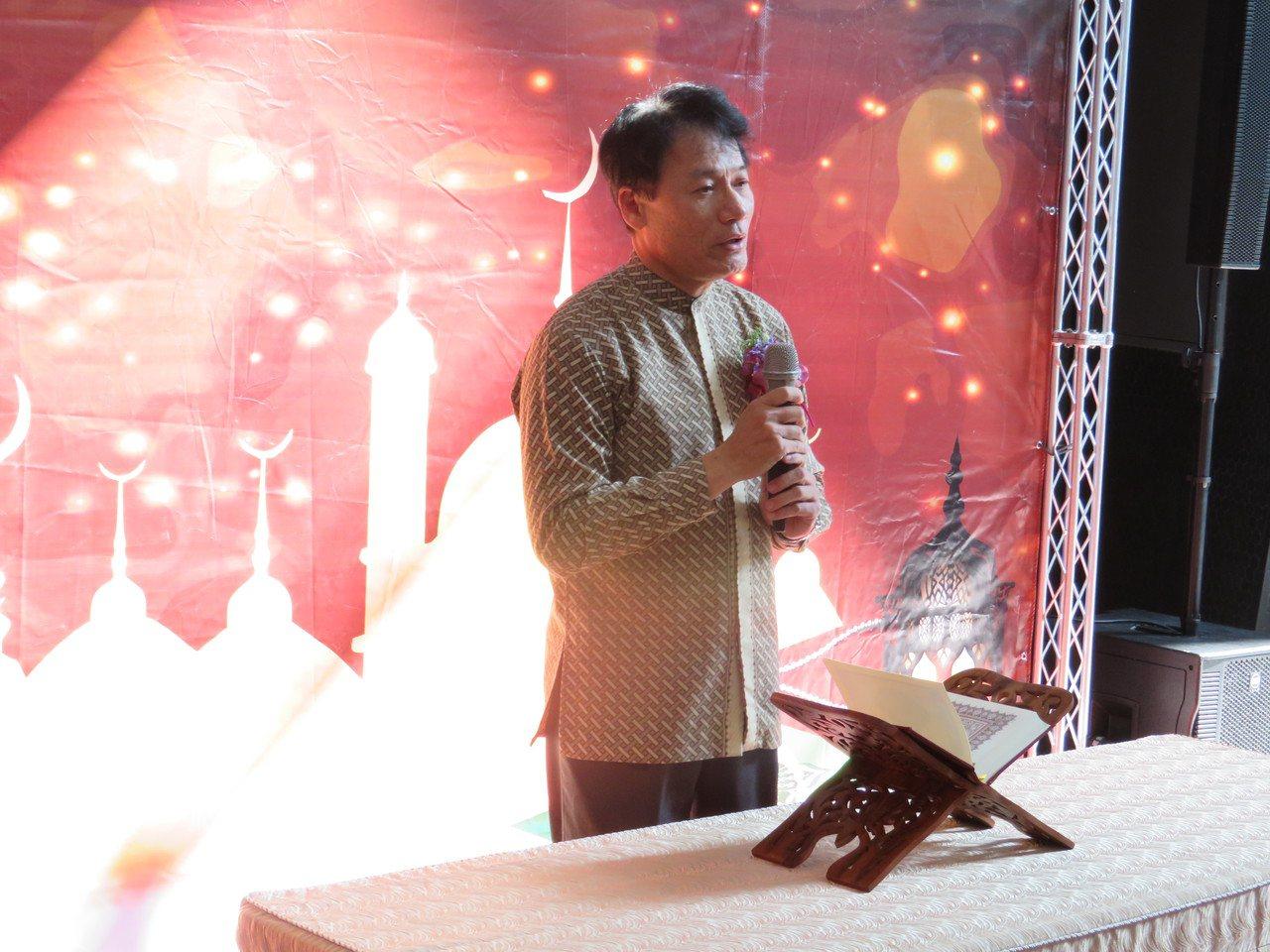 故宮南院上午啟用國內博物館第一間穆斯林祈禱室,由前台北清真寺教長馬孝棋為儀式開經...