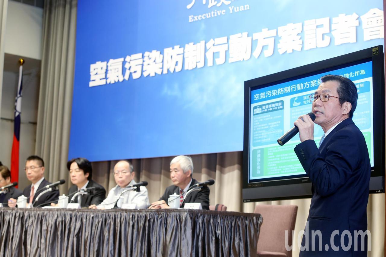 行政院長賴清德(左二)上午在行政院會後帶領閣員說明空氣汀染防治行動方案,聽取環保...
