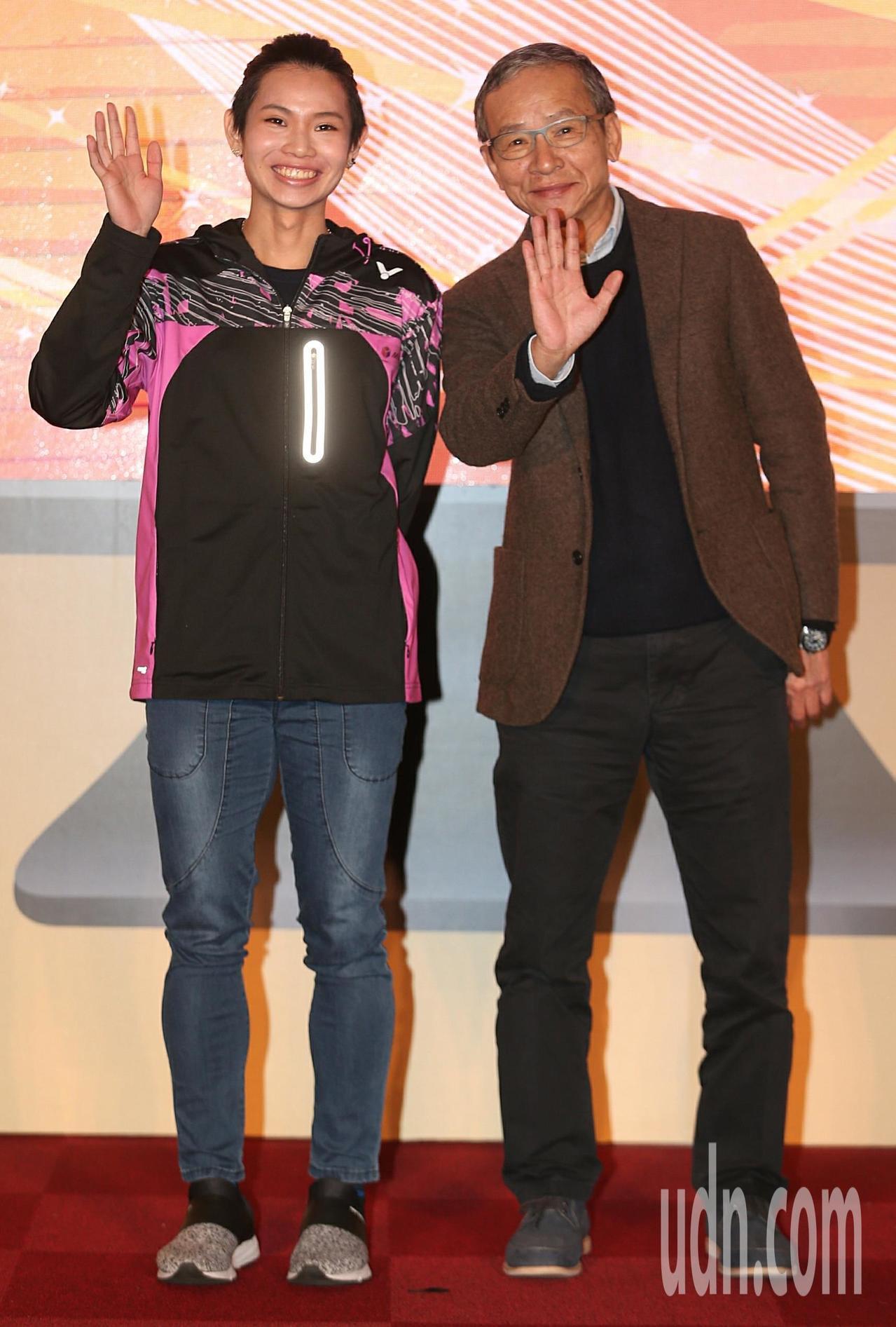 羽球球后戴資穎(左)與導演吳念真(右)擔任中華電信MOD 雙代言人。記者侯永全/...