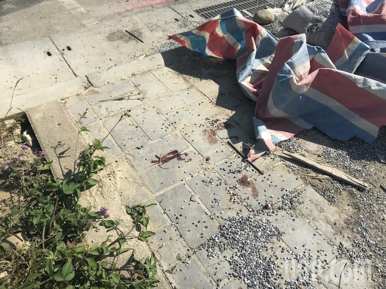 台中市北屯區14期重劃區發生工安意外,一名工人疑未戴安全帽撞破頭昏迷,急救時留下...