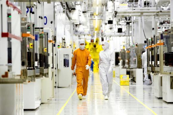 三星電子將成為全球首家量產第二代(1y奈米製程)10奈米級DRAM的業者,產能比...