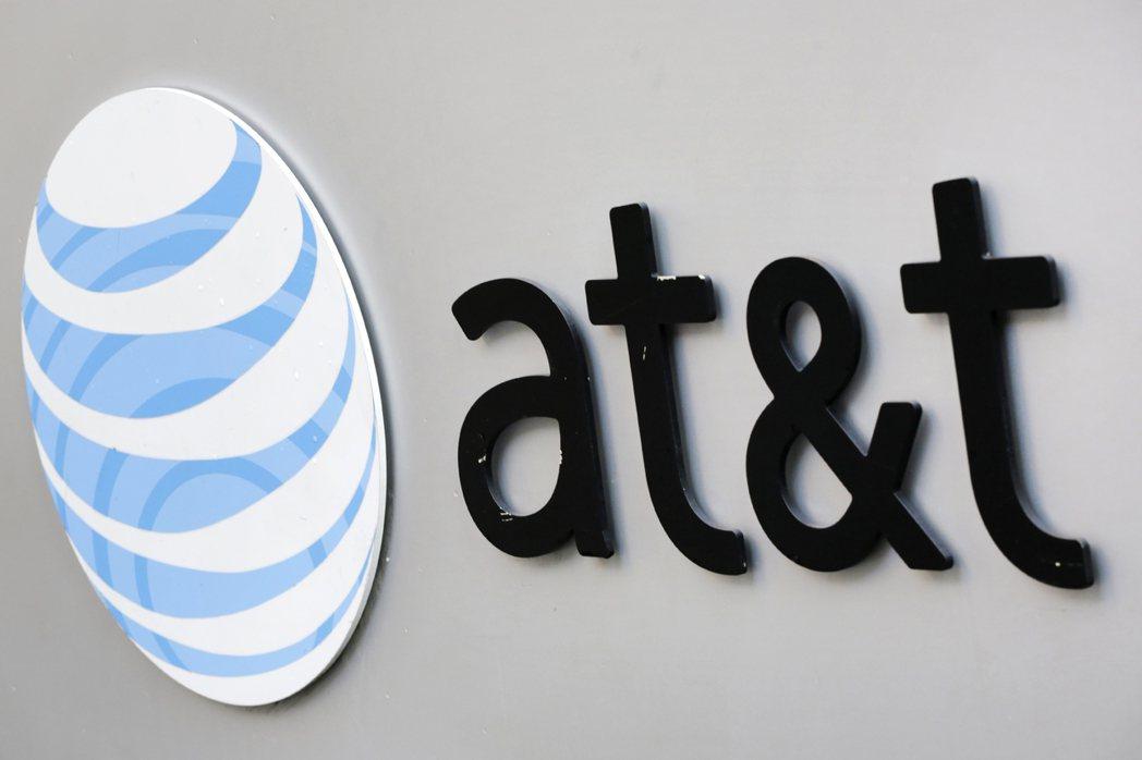 美國稅改案過關,AT&T表示將發給全公司逾20萬名員工每人1,000美元獎金。(...