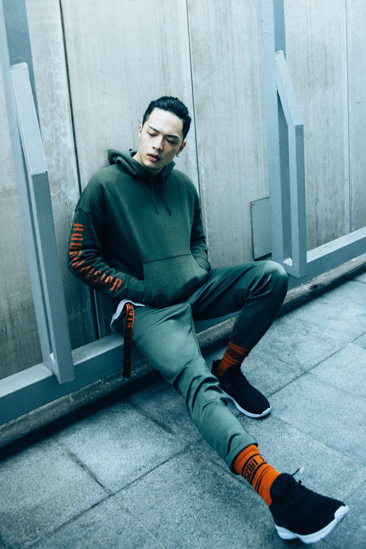 J.Sheon詮釋GU「HYBRID TOKYO」系列。圖/GU提供