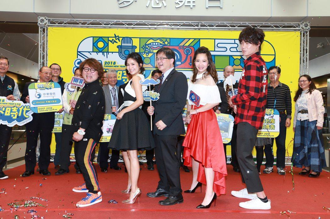 主持人大讚台南真有人情味。圖/民視提供