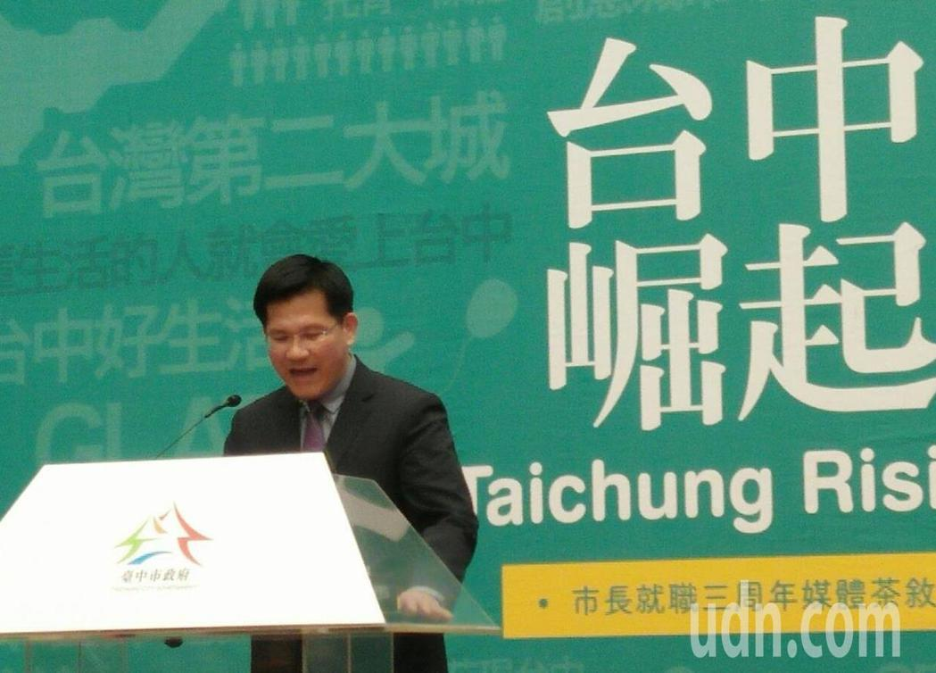 台中市長林佳龍就職三周年,發表演說時頻看小抄,幾無脫稿,維持他一貫穩紮穩打風格。...