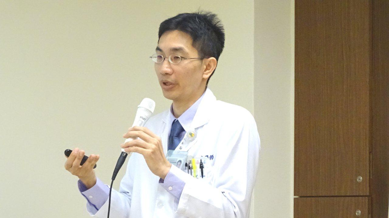 台南麻豆新樓醫院醫師張倍豪提醒水腫別輕忽,可能是大病前兆。記者謝進盛/攝影