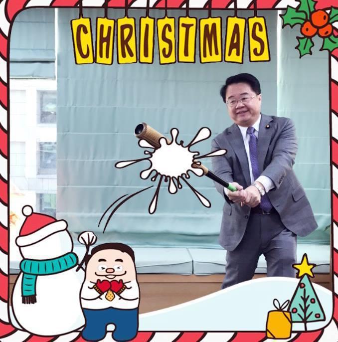 民進黨立委吳秉叡推出「小秉先生」大頭貼趣味圖框,供支持者下載。圖/吳秉叡提供