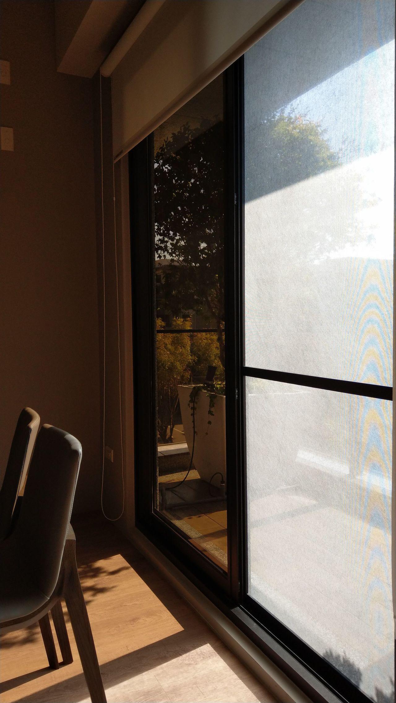 更換防霾紗網的落地鋁門窗,能保有空氣流通。記者趙容萱/攝影