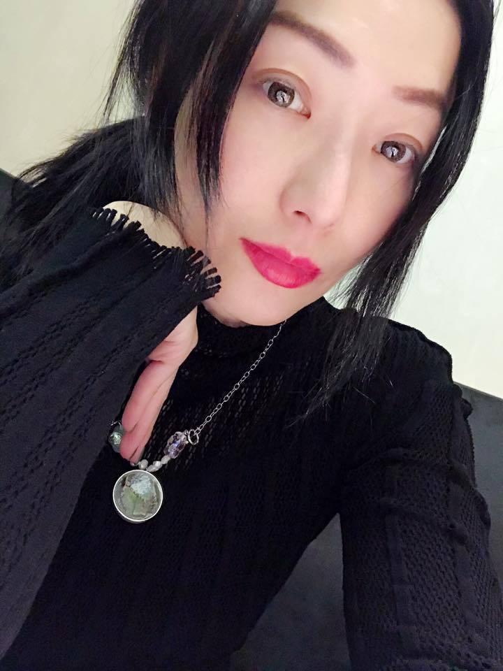 香港女星鄭秀文也曾深陷憂鬱症,靠著信仰才走出陰影。圖/摘自臉書