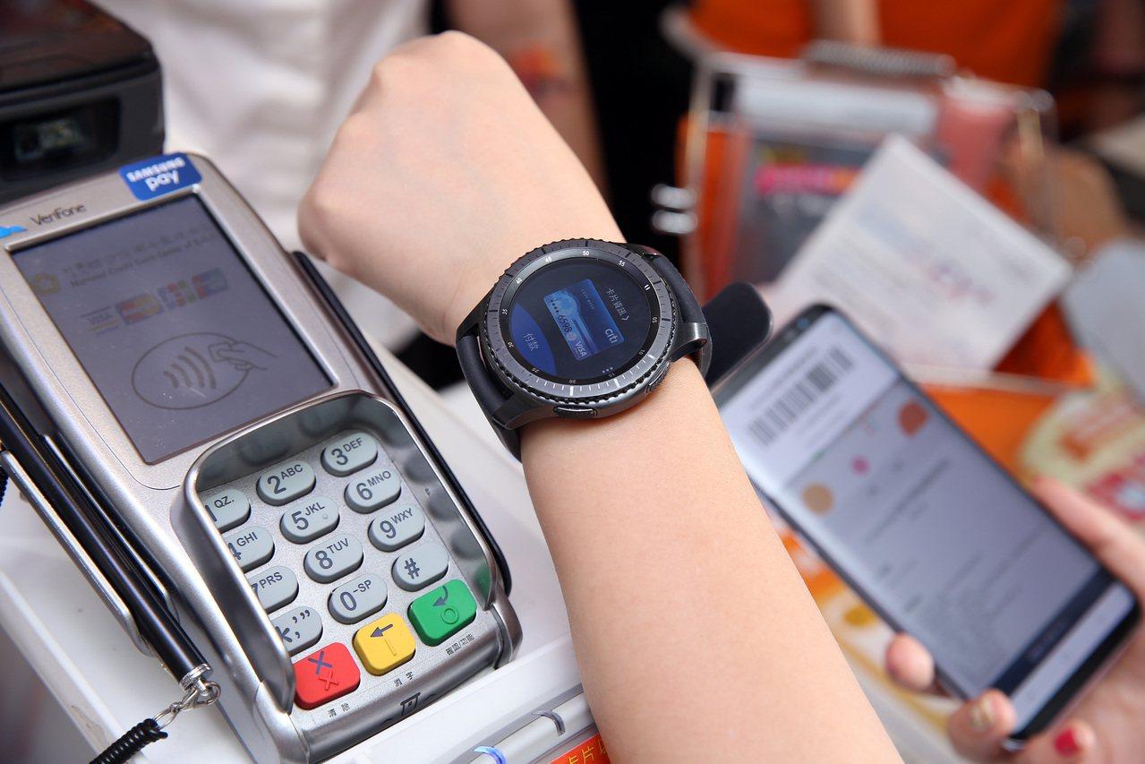 Samsung Gear S3支援Samsung Pay。圖/三星提供