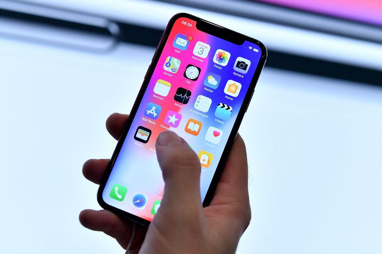 蘋果旗艦新機iPhone X。(圖/歐新社)