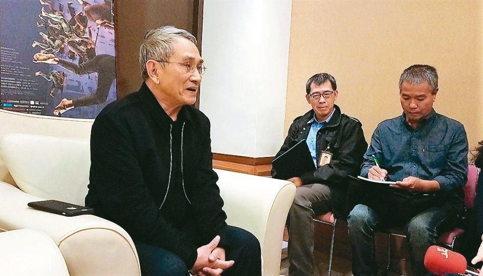 林懷民強調,對台灣有許多眷戀、遺憾和期待,「關於島嶼」運用大量文字、音樂、口白、...