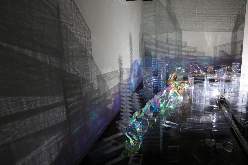 除了光廊拍出網美照,海關碼頭同時也有「拾光-山海間的吉光片羽」公共藝術,藝術家吳...