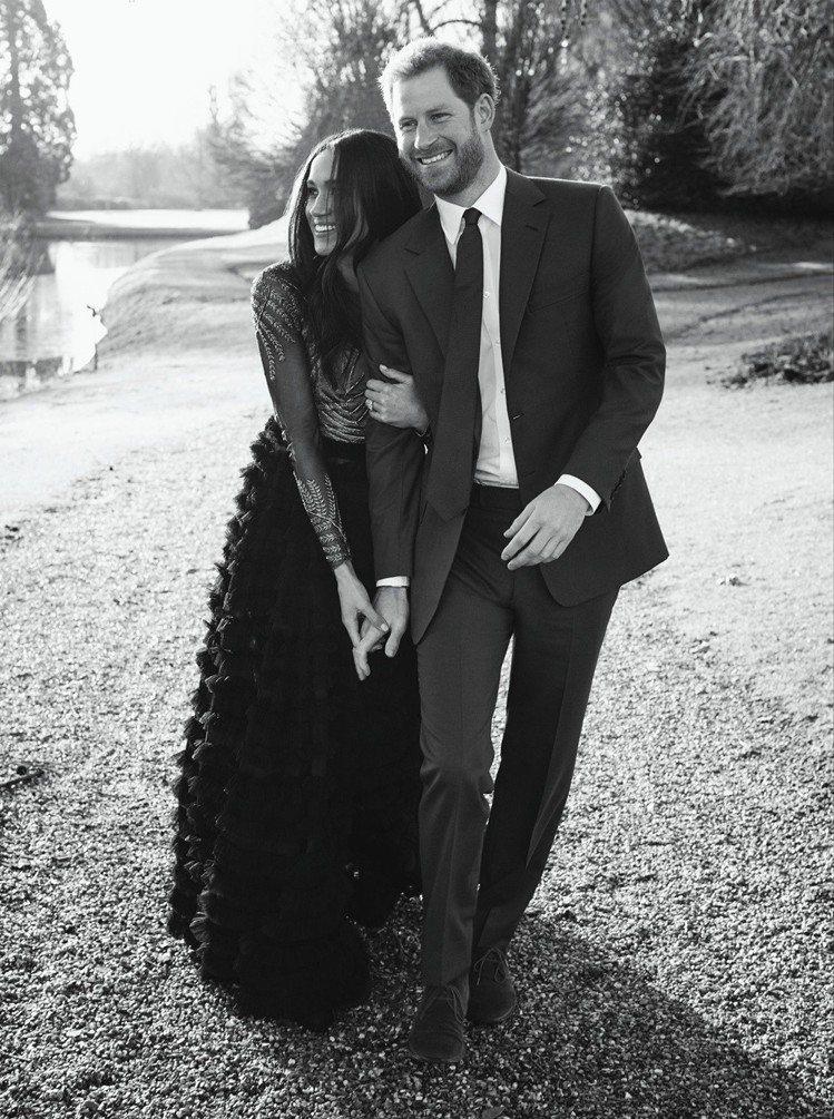 皇室公布哈利王子與梅根梅克爾的訂婚照。圖/美聯社