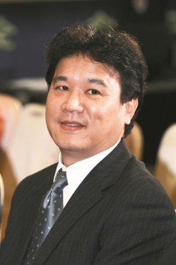 精華董事長陳明賢。