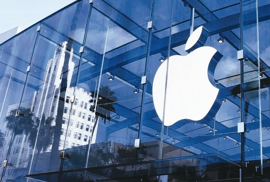 外電報導,蘋果明年將推出歷來最大螢幕、搭載OLED面板新機。 報系資料照