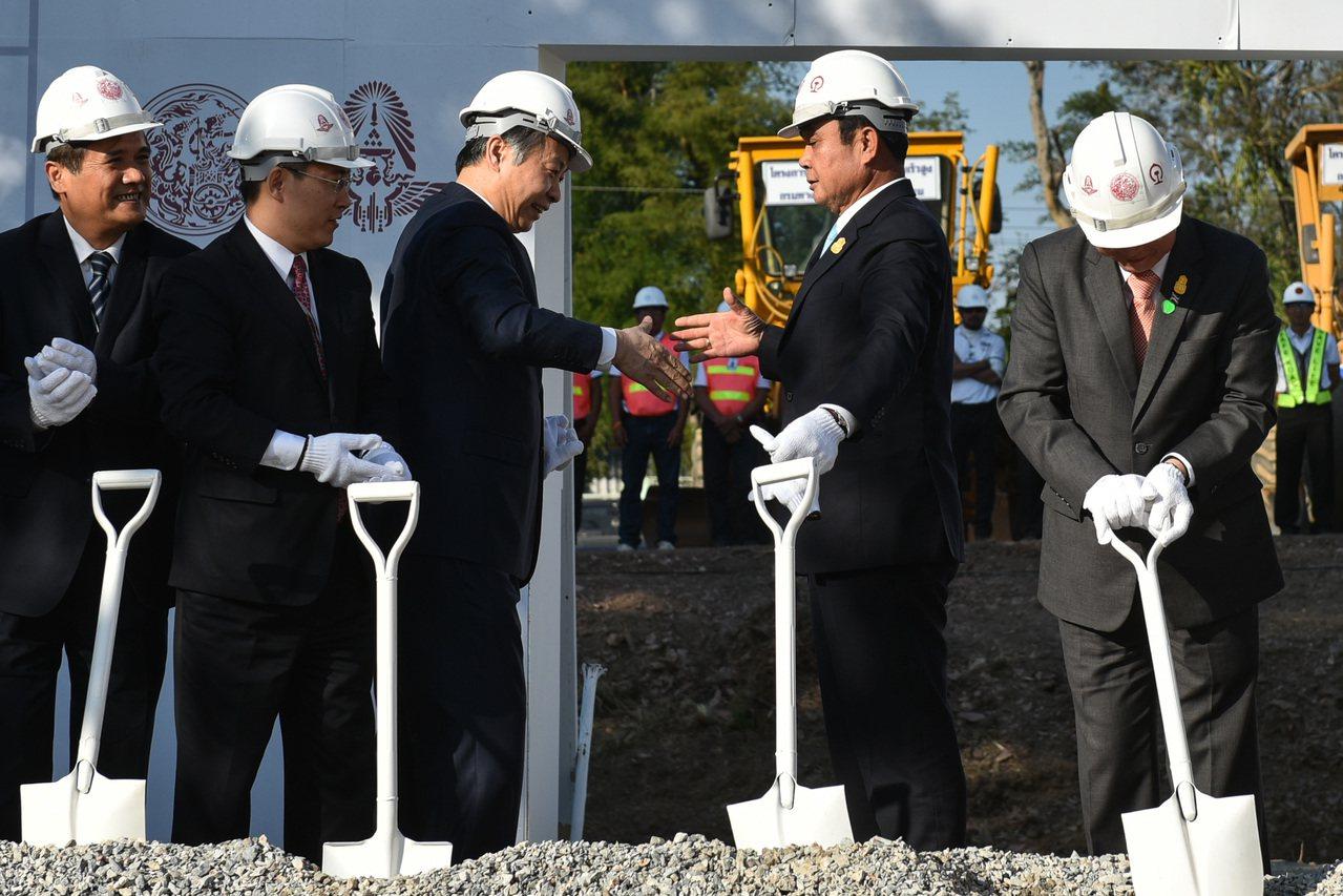 簽協議逾10年 「帶路」工程一波三折 終於動工了,昆明去曼谷未來可以搭火車。 新...