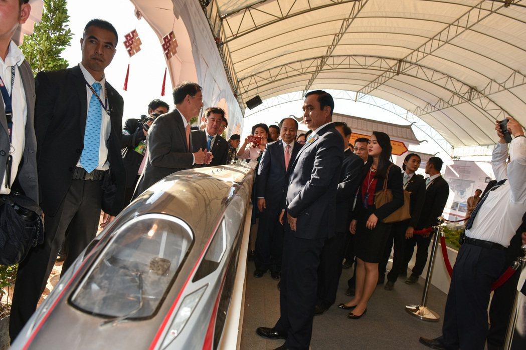 中國總理李克強21日致信祝賀中泰鐵路合作項目一期工程開工,並表示中泰鐵路是雙方共...