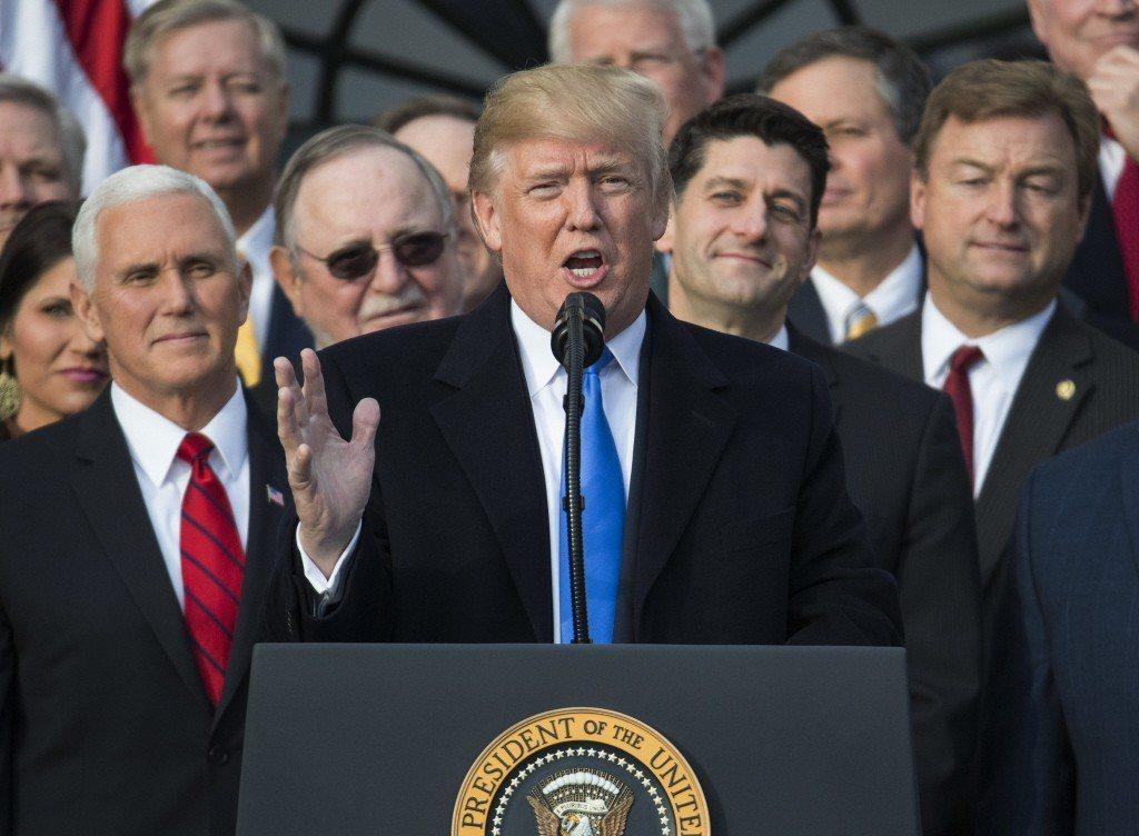 美國國會議員21日趕在聖誕休會前,通過一項臨時開支法案,讓政府避過停擺的命運。圖...
