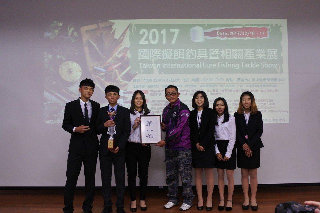 國貿系參加校際專業商展競賽獲1金2銀表現亮眼。 崑山科大/提供
